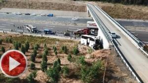 Yoldan çıkan otobüs köprüye çarptı: 5 ölü