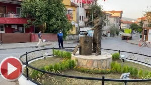 Bartın'da demirci ustası heykeli açıldı