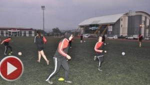 Bartın'da Öznil ve Öznur Kardeşler Futbol takımı çalıştırıyor