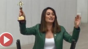 CHP'li vekil Bakan'a ödül verdi