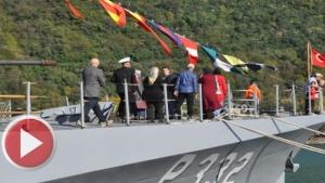 Bartın'da savaş gemisine halktan yoğun ilgi