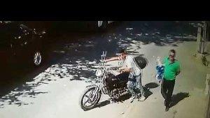 Evin önündeki motosikleti çalan şüpheli yakalandı