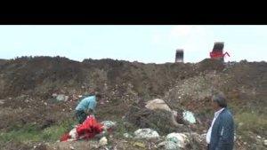 Koyun Otlatırken Molozlar Arasında Çuvallar Dolusu Bayrak buldu