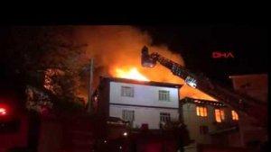 Sehit ailesinin eviyle birlikte 4 ev yandı