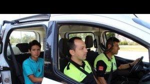 Servisi kaçıran öğrenciyi evine polis bıraktı